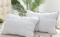 枕头套用久了又黄又脏 先泡白醋和小苏打搓洗如新