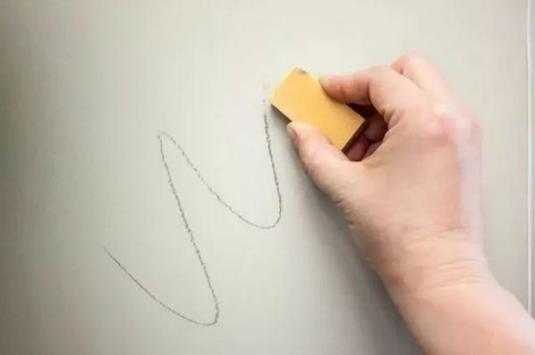 家里白墙无论有多脏 不用一滴水都能搞定清洁干净