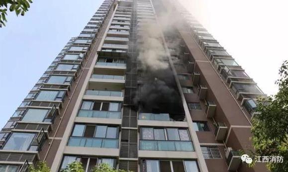 房屋着火夫妻25楼极限逃生 发生火灾跑还是不跑