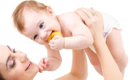 宝宝肚脐眼发炎不用急着去医院 宝宝肚脐眼发炎的护理方法