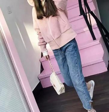 粉色卫衣配什么裤子 如同糖果般甜美俏皮