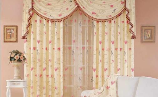 风格多变的窗帘 打破了生活的沉静气息