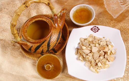 心火旺和肝火旺的区别 心火旺可饮竹叶灯心草茶