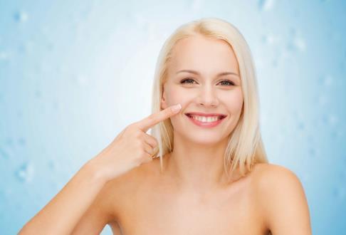 6大皮肤缺水症状你是否中招了 皮肤快速补水方法揭秘