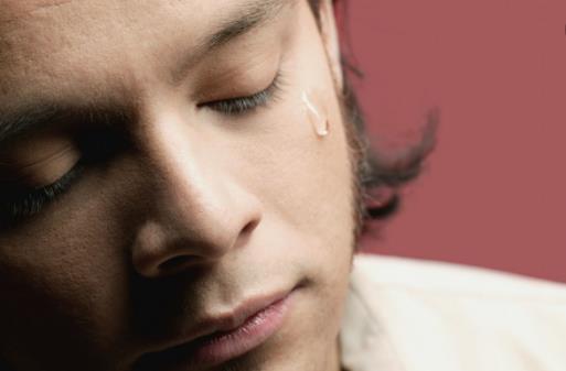 睡觉时流眼泪是身体出了问题 过度用眼易致流泪