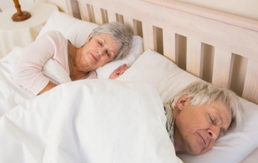 老人总爱做噩梦 减少外界环境因素导致的恶梦发生