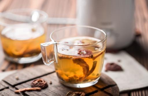老人喝不同茶饮不同效果