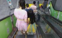 """多多了解安全乘坐扶手电梯须知 避免电梯""""吃人"""""""