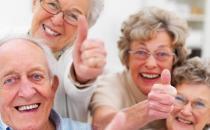 年龄增大老年人容易手抖 学会灵活健指操缓解手抖