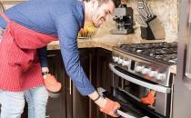 烤箱用久出现油渍脏乱 家庭烤箱的清洗方法
