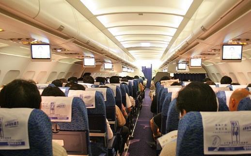飞机上助眠小方法 爱旅行的你一定要知道