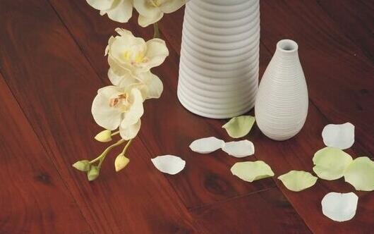 实木地板养护法则 让地板在春季也容光焕发