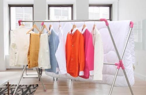 梅雨时节晾干衣服的窍门 阴雨天衣服酸臭味处理方法