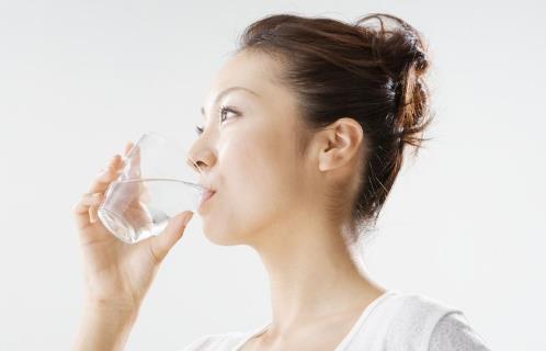 晨起一杯水别这么喝,风险太大...教你早晨喝水正确选择