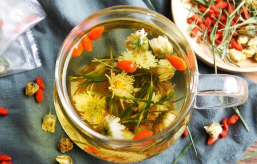一杯枸杞菊花茶拯救眼睛 枸杞菊花茶的功效与禁忌