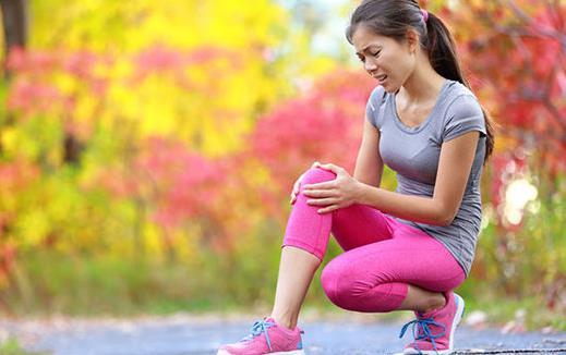 防止老年人腿抽筋 合适的鞋是弥补的方法之一