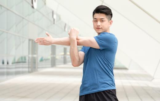 健身前热身不容易拉伤肌肉 热身动作推荐