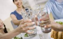 喝水也讲究多多 每天七杯水养生排毒又养生