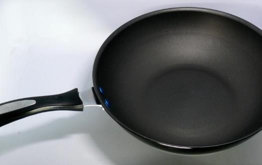 不粘锅涂层的安全性 日常使用不粘锅注意事项