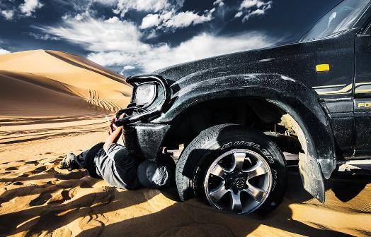 分辨汽车轮胎正反面?装反有多危险?