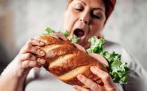 不吃晚饭和吃撑哪个后果更严重 答案你一定意想不到