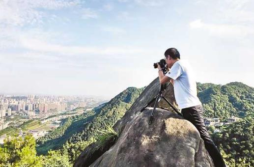 拍摄时利用对比构图手法 可以增强照片画面的视觉