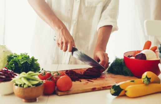 厨房达人教你切菜技巧 掌握这些刀法切什么菜都简单
