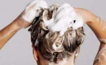 长期用冷水洗头对人的危害 洗头的正确方法