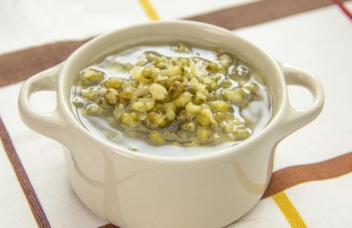 夏季常喝绿豆汤清热解暑 小妙招让绿豆汤保持绿色