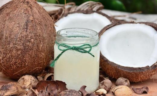 椰子光喝水太浪费了 椰肉椰油也大有用处哦