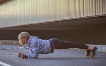 你是否在为减腹苦练平板支撑 拼时长可能让脊柱受伤