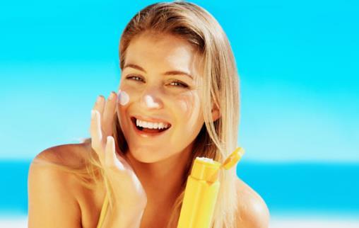 夏季助你美白防晒 多喝水选择正确的防晒产品