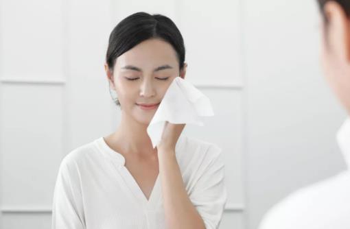 用盐洗脸功效多多 洁面四法则教你洗出牛奶肌