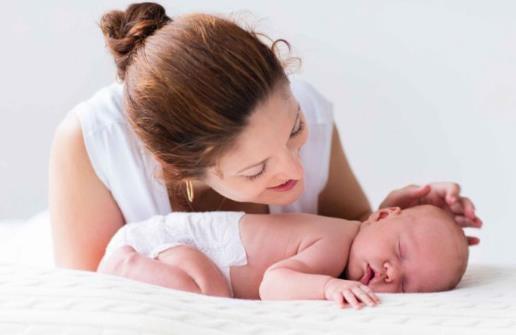 逗寶寶玩千萬不要經常做的動作 小心這樣傷害到寶寶
