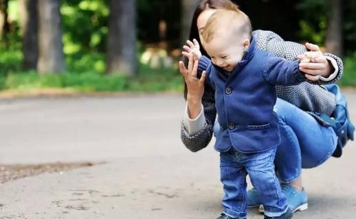 扔掉學步車 讓寶寶多接觸大自然