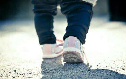 扔掉学步车 让宝宝多接触大自然