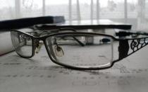 不戴眼镜没有安全感 眼睛度数加深会有哪些原因