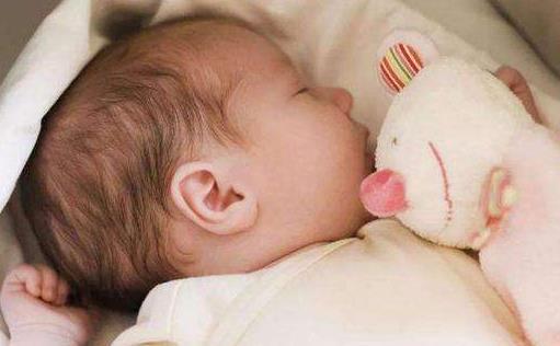 宝宝睡眠小动作妈妈要留心 警惕蒙被综合征
