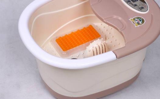 足浴很享受 足浴盆的选择更重要