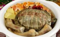 常煲土茯苓草龟汤 可清热祛湿解毒润肤