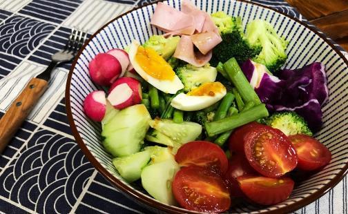 补钙误区 以为吃蔬菜与骨骼健康无关