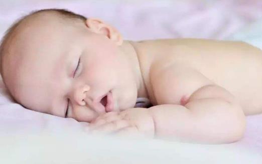 睡姿不正确很伤身 不想长眼角皱纹就别趴着睡