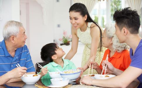 饭后坚持6种习惯,无论男女,长寿不会相负