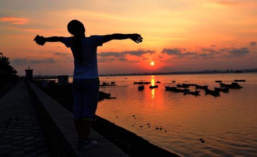 早起后养成好习惯能养生保健 最好姿态迎接新的一天