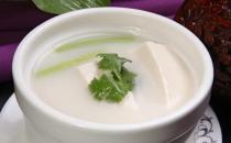 夏季补水就喝养生汤 有菜有肉有豆腐预防中暑