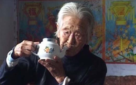 被老年人忽视的卫生习惯 子女跟老人沟通讲究技巧