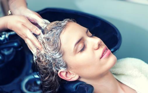夏季出汗多,到底要不要每天都洗头?多久洗一次才是健康