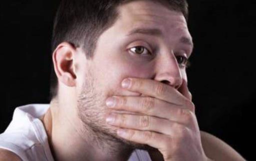口干口苦口气重的原因 饭可以少吃水应该多喝