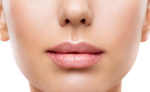 嘴巴周围发黑的饮食调理 唇毛过多的去除方法