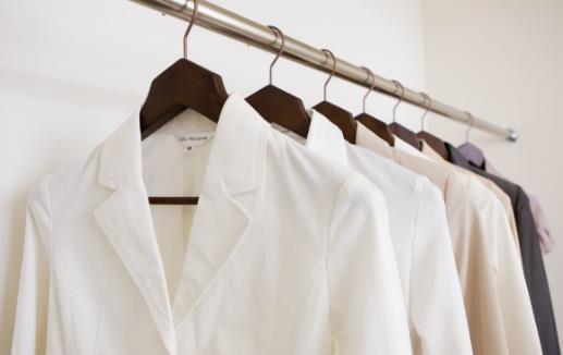 白衣服如何防止變黃 白色衣服發黃洗白小竅門